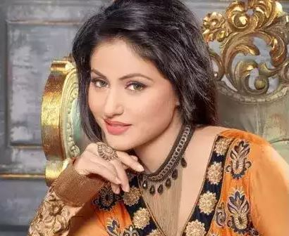 This image has an empty alt attribute; its file name is hina-khan.jpg