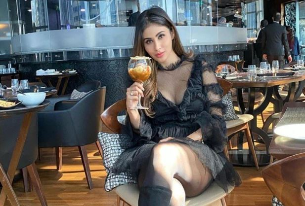 This image has an empty alt attribute; its file name is mouni-roy-1.jpg