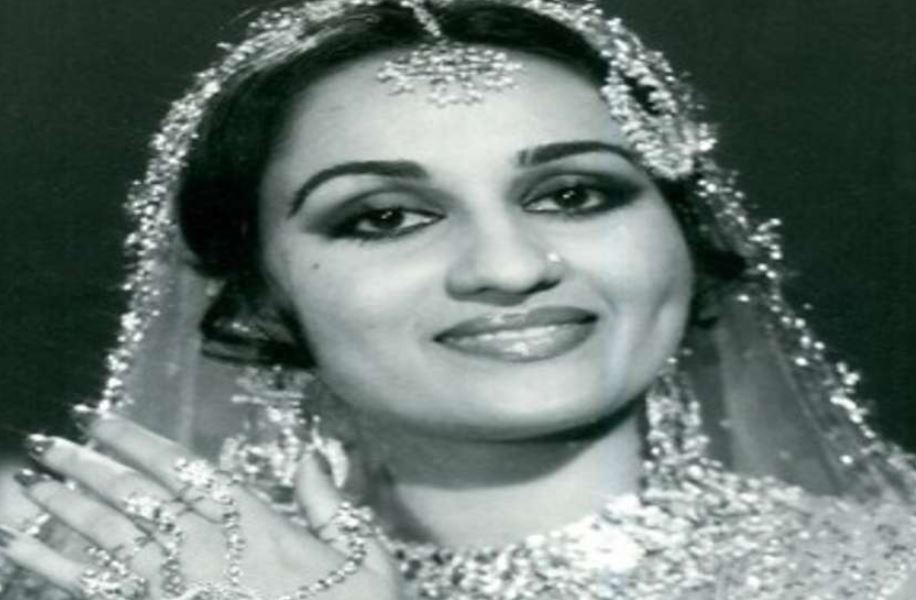 This image has an empty alt attribute; its file name is reena-roy.jpg